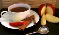 Cinnamon tea with apple