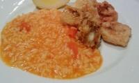 Chocos fritos com arroz de tomate