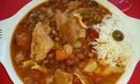 Feijoada alla portoghese (stufato di fagioli con carne di maiale)