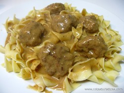 Swedish Meatballs With Egg Noodles (kottbullar)