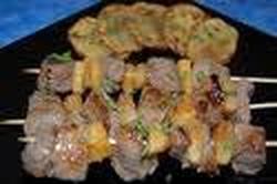 Brochettes de Ternera Con Salsa de Maní